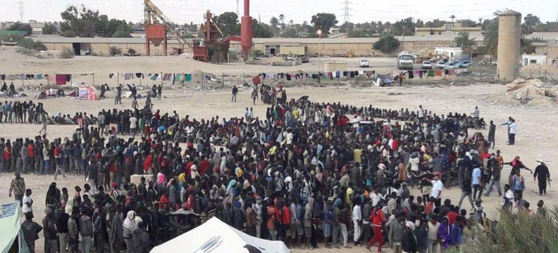 Сотрудники УВКБ оказывают помощь жителям Ливии .