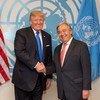 El Secretario General, António Guterres (derecha), y el presidente de Estados Unidos, Donald Trump, durante la 72a Asamblea General de la ONU. Foto de archivo: ONU/Rick Bajornas