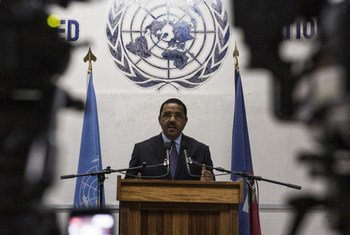 Mamadou Diallo, Deputy Special Representative of the UN Secretary-General and Interim Head of the UN Mission for Justice Support in Haiti (MINUJUSTH) speaks to the press in Port-au-Prince. Photo Logan Abassi UN/MINUJUSTH