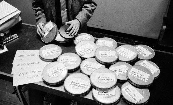Programas da ONU TV sendo preparados para serem enviados para estações de televisão em muitas partes do mundo em 1957.