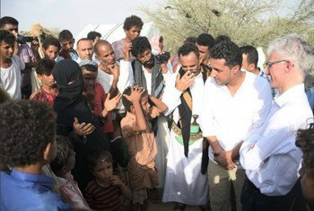 Under-Secretary-General Mark Lowcock meets with a group of displaced persons, including a pregnant woman, in Yemen.