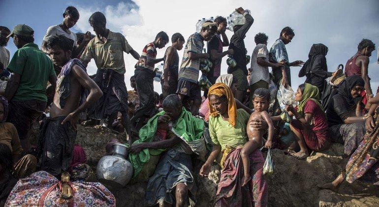 Grupo de refugiados rohinyas entre Myanmar y Banglades.