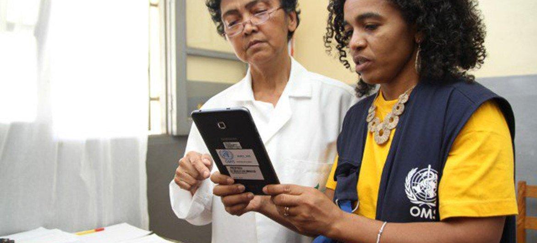 La Organización Mundial de la Salud (OMS) implementa una herramienta de colecta automática de datos sobre la epidemia de peste en Madagascar. Foto: OMS Madagascar
