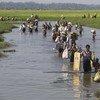 यह तस्वीर अक्टूबर 2017 की है जब रोहिंज्या शरणार्थी म्याँमार से सीमा पार कर बांग्लादेश में प्रवेश कर रहे थे.