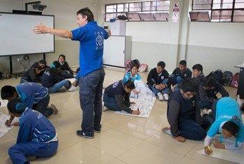 Atelier de sensibilisation à la lutte contre la traite dans une école de la région de Callao, au Pérou. Photo OIM Pérou
