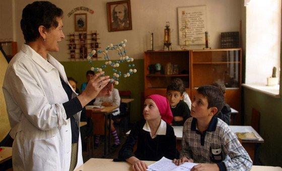 Para as Nações Unidas, os estereótipos de género continuam distanciando meninas mulheres das disciplinas de ciência, tecnologia, engenharia e matemática em todo o mundo.