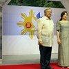 António Guterres (izq.) junto al presidente de Filipinas, Rodrigo Duterte, (dcha.) y la primera dama, Honeylet Avanceña.  Foto: CINU/Maria Teresa Debuque