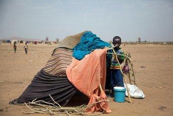 Un enfant dans le camp de déplacés de Kalma, au Darfour (archives).