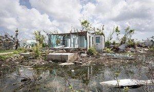 La ciudad de Codrington, en la isla de Barbuda, tras el paso de dos huracanes de Categoría 5. Foto: ONU/Rick Bajornas