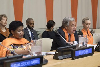 Phumzile Mlambo-Ngcuka, Directrice exécutive d'ONU Femmes et le Secrétaire général de l'ONU, Antonio Guterres, participent à la commémoration officielle de la Journée internationale pour l'élimination de la violence à l'égard des femmes 2017 au siège des Nations Unies.