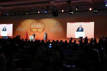 L'envoyé du Secrétaire général pour la coopération Sud-Sud, Jorge Chediek, à l'ouverture de l'Exposition mondiale 2017 de la coopération Sud-Sud, à Antalya, en Turquie. Photo ONU/DPI/Maoqi Li