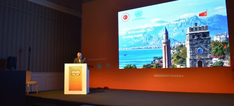 Magdy Martínez Solimán, director de la Oficina de Políticas y Apoyo de Programas del Programa de la ONU para el Desarrollo (PNUD), durante su participación en la Exposición de Desarrollo Sur-Sur 2017 en Antalya, Turquía.