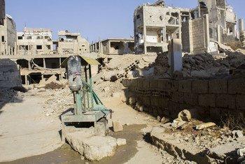 叙利亚遭受围困的大马士革古塔东区的一处手工水泵。这里的水没有测试过,也没有净化,很可能不安全。