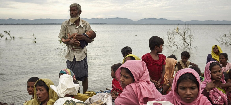 Refugiados da minoria Rohingya na fronteira entre Myanmar e Bangladesh.