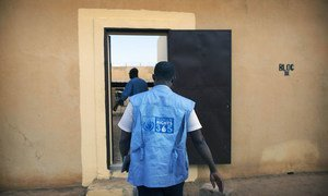 A UN Human Rights Officer from the peacekeeping mission in Mali (MINUSMA) visiting the Sevare jail, in central Mali, to monitor the rights situation there.