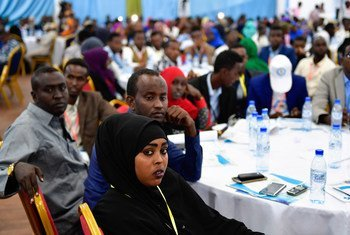 Vijana wakisomali wakishiriki katika mkutano wa kitaifa mjini Mogadishu