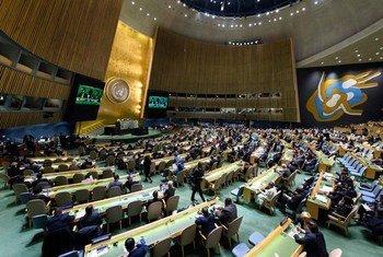 Plan large sur la salle de l'Assemblée générale des Nations Unies.