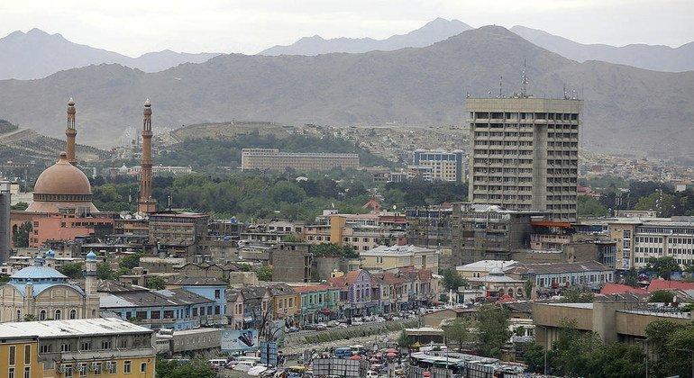 Вид на город Кабул - столицу Афганистана. Вопрос о том, кто будет представлять страну в ООН после прихода к власти движения «Талибан», предстоит рассмотреть Комитету по проверке полномочий.