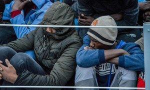 Des migrants secourus à bord d'un navire des garde-côtes libyens (archives)