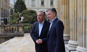 El Secretario General de la ONU, António Guterres, junto con el presidente de Colombia, Juan Manuel Santos, en el Palacio de Nariño en Bogotá.