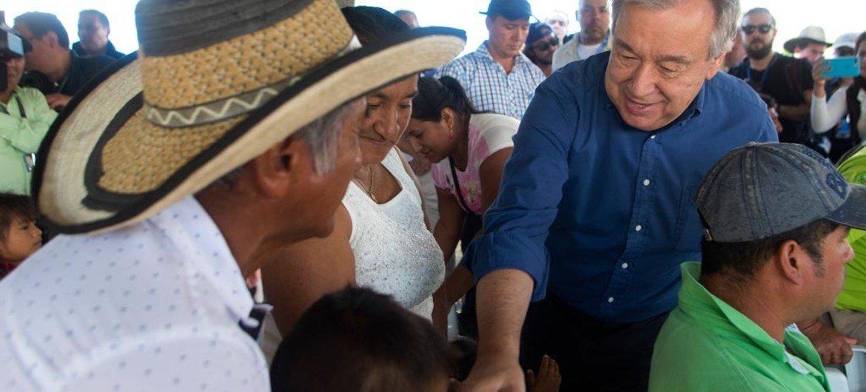 Le Secrétaire général des Nations Unies, António Guterres, lors d'une visite à Mesetas, dans le département de Meta, en Colombie. Photo ONU/Mission de vérification de l'ONU en Colombie