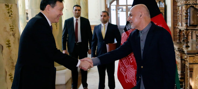 Security Council President Ambassador Kairat Umarov of Kazakhstan (left) is greeted by President Ashraf Ghani of Afghanistan at the Presidential Palace in Kabul. Photo UNAMA/Fardin Waezi