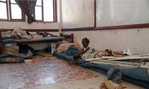 El hacinamiento presenta riesgos para la salud, especialmente para los niños de Yemen.