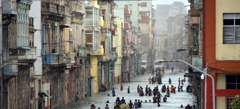 Наводнение  в  Гаване, Куба, после урагана  Ирма .