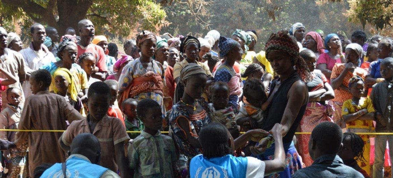 联合国难民署及其合作伙伴正在登记和协助从中非共和国抵达乍得南部村庄的难民。难民署图片:Aristophane Nagargoune