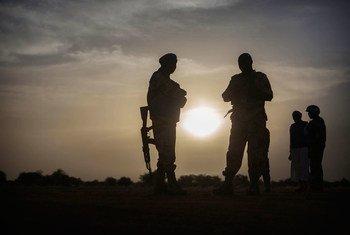 乍得维和部队在马里北部附近巡逻。