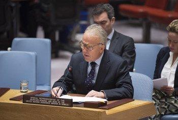 Le Représentant spécial du Secrétaire général pour la Somalie, Michael Keating, devant le Conseil de sécurité. Photo ONU/Loey Felipe