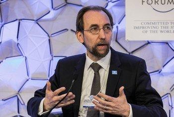 Le Haut-Commissaire des Nations Unies aux droits de l'homme, Zeid Ra'ad Al Hussein, au Forum économique mondial, à Davos, en Suisse. Photo Forum économique mondial/Jakob Polacsek