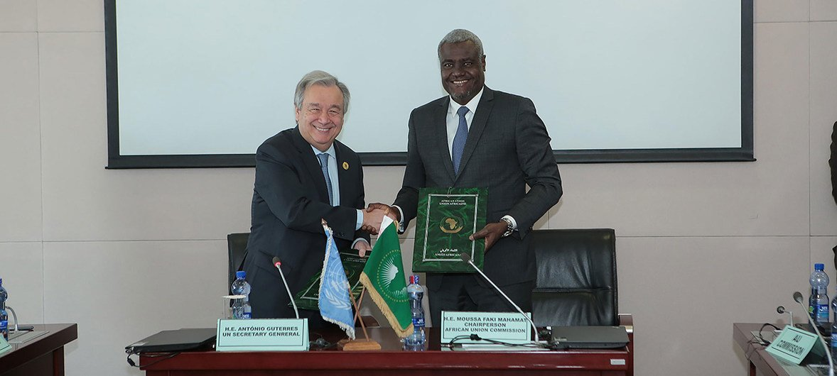 In Addis Ababa, Ethiopia, United Nations Secretary-General António Guterres and Moussa Faki, Chairperson of the African Union Commission, sign a Framework Agreement between the two organizations. January, 2018.