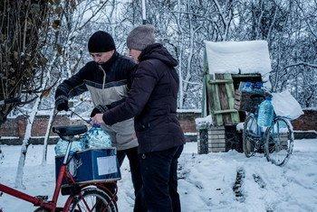 В отсутствии водопроводной воды люди вынуждены пользоваться колодцами