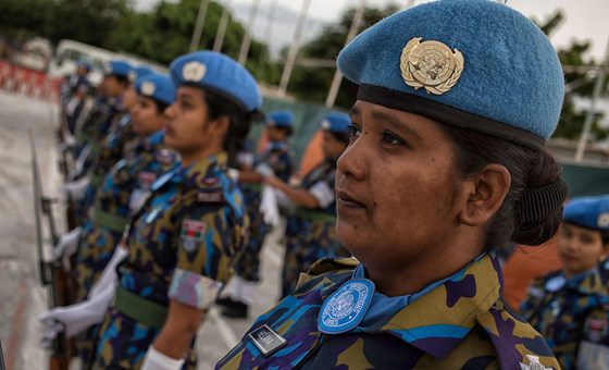 После землетрясения на Гаити в 2010 году полностью женская рота миротворческого контингента ООН из Бенгладеш оказывала помощь в востановлении страны