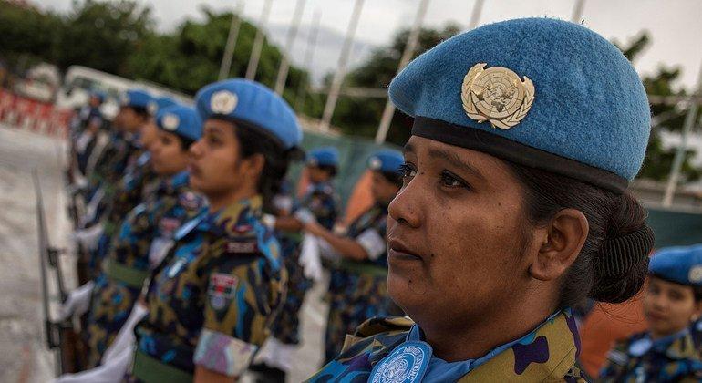En Haití, una unidad de policía constituida por mujeres prestó servicio junto con MINUSTAH, la misión de la ONU en la zona, desde 2015 hasta octubre de 2017, momento en el que concluyó su labor. Fotografía del contingente en la ceremonia de despedida.