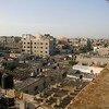 """俯瞰加沙地带八个难民营中最大的一个,贾巴利亚(Jabalia )难民营。加沙地带上百万难民处于以色列的严密封锁之中已经长达近12年。在2018年3、4月间举行的""""大回归游行中"""",加沙人民显示了回归家园的强烈愿望。"""