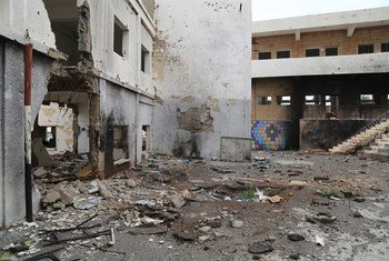 Une école de la ville de Taëz, au Yémen, gravement endommagée par les combats (archives)