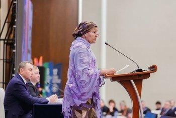 Naibu Katibu Mkuu wa Umoja wa Mataifa  Bi Amina J. Mohammed akihutubia mkutano wa kikanda kuhusu masuala ya SDGs mjini Minsk Belarus.