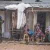 Un Casque bleu patrouille dans le quartier de PK5 à Bangui, en République centrafricaine (RCA)