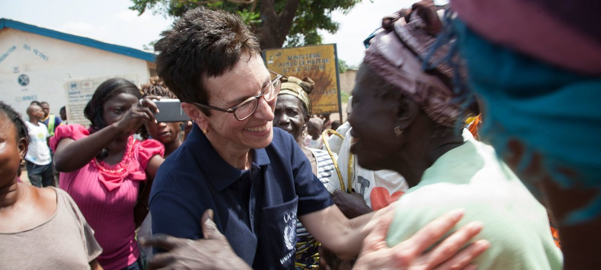La Sous-Secrétaire générale des Nations Unies aux affaires humanitaires, Ursula Mueller, rencontre des personnes revenues chez elles à Boulata et Boeing, en République centrafricaine.