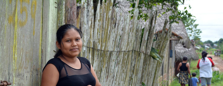 Una joven indígena de San Lorenzo, Datem del Marañón, en Perú, espera su segundo hijo.