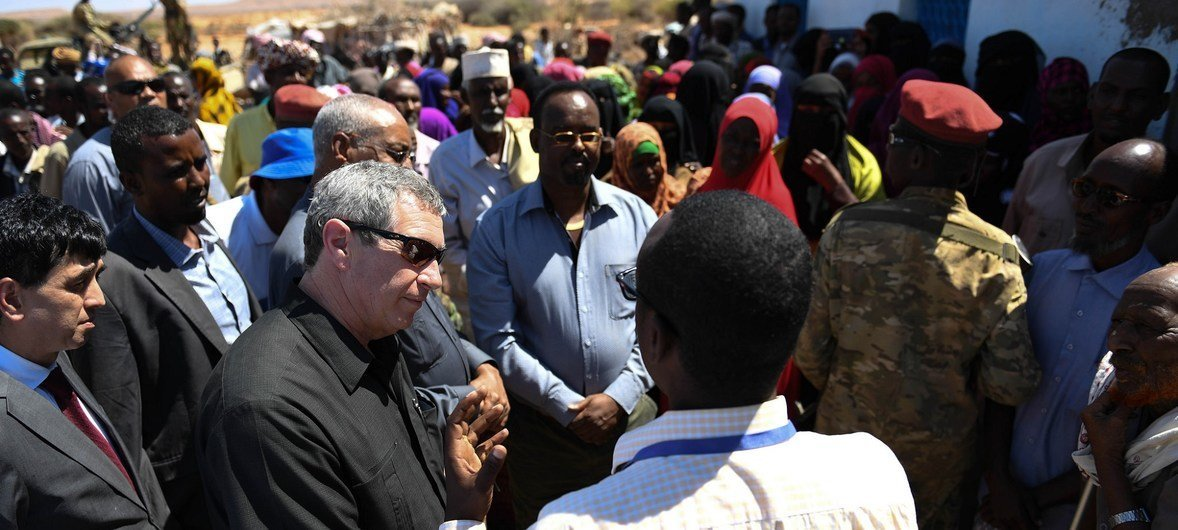 Peter de Clercq, the Deputy Special Representative of the UN Secretary-General for Somalia and UN Resident Humanitarian Coordinator accompanied by officials from the UN and Puntland administration interacts with residents of drought-hit Salaxley village.