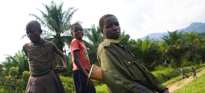 Niños soldado de las Fuerzas Democráticas de Liberación de Rwanda.