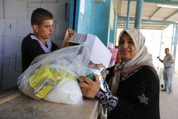 Центр распределения помощи в Газе.