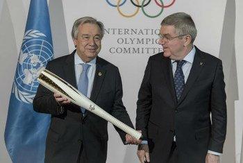 联合国秘书长古特雷斯与国际奥委会主席巴赫在平昌冬奥会上。