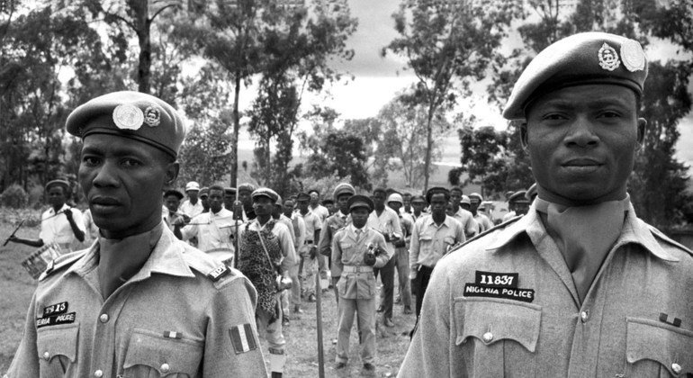 Nigerian police officers conduct drills with Congolese recruits and local policemen in Bukavu in May 1963.