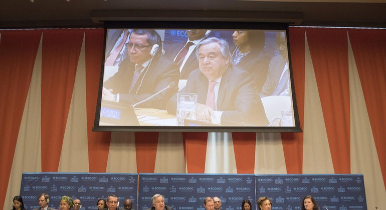 Secretary-General António Guterres (centre) and Marc Pecsteen de Buytswerve, Permanent Representative of Belgium to the UN and Vice-President of the UN Economic and Social Council (centre right) address the Council's operational activities for development. UN Photo/Eskinder Debebe