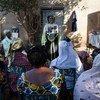 Des femmes maliennes participent à une session de sensibilisation sur les mutilations génitales féminines à Bamako, la capitale du Mali. La session était dirigée par l'organisation Sini Sanuma, une ONG locale partenaire de l'UNICEF