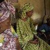 En Malí, Fanta es fotografiada hablando sobre las complicaciones de salud que continúa experimentando como resultado de la mutilación genital femenina.